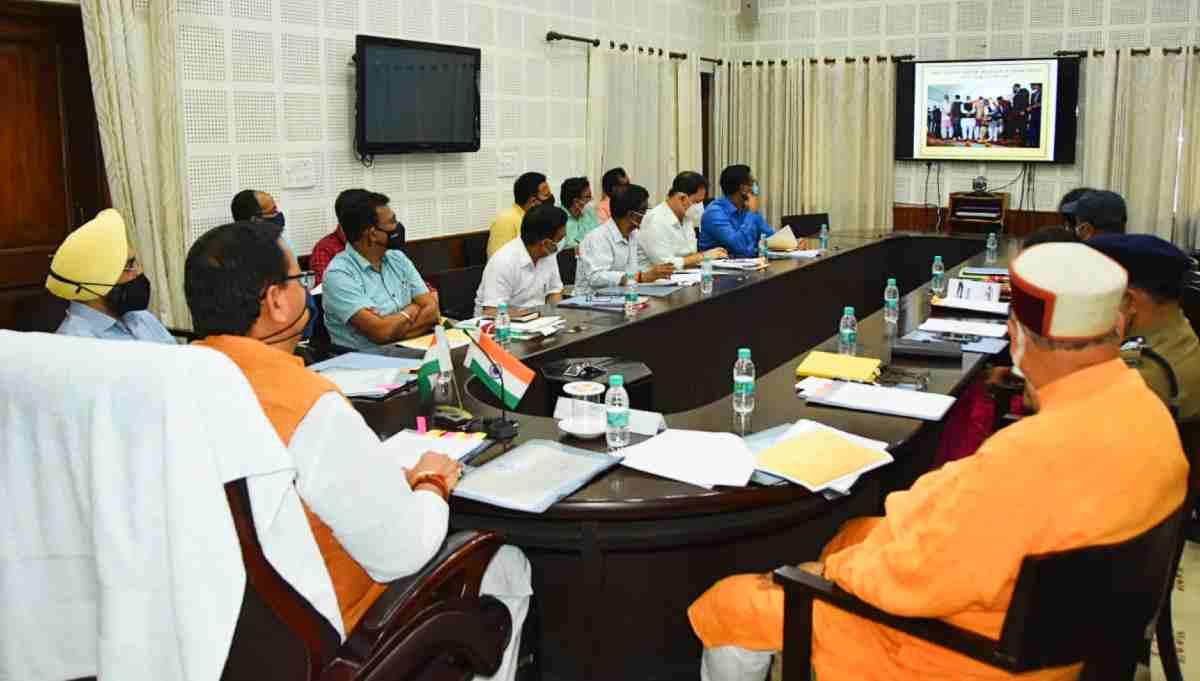pushkar singh dhami in meeting